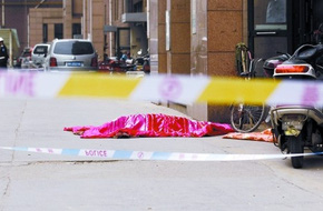 Mẹ trầm cảm bế con trai nhảy từ tầng 25 chung cư xuống chết thảm