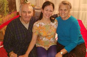 Bỏ qua lời dị nghị của hàng xóm, 39 năm sau cặp vợ chồng mới phát hiện sự thật đau lòng về cô con gái