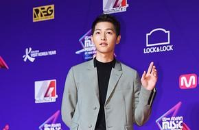 Song Joong Ki khiến hàng loạt sao trẻ bị lép vế vì nhan sắc bùng nổ trên thảm đỏ MAMA tại Hong Kong