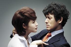 Quyền lực chị đại Kim Hye Soo ở làng phim Hàn: Bạn diễn nam toát mồ hôi hột, cả phim trường nín thinh!