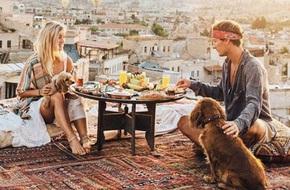 Chỉ đi du lịch thôi mà cặp đôi này cũng kiếm được hơn 200 triệu cho mỗi bức ảnh trên Instagram