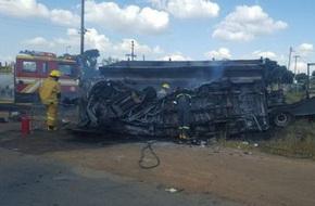 Xe buýt mini gặp nạn thảm khốc, 20 học sinh thiệt mạng