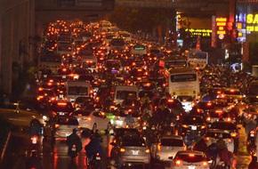 Hà Nội: Tắc đường kinh hoàng giờ tan tầm sau mưa lớn, di chuyển 3km cũng mất tới 1 tiếng đồng hồ!