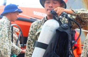 Điều 26 thợ lặn, flycam tìm kiếm nạn nhân sự cố 8 tàu hàng bị chìm