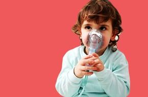 Nằm lòng 4 giai đoạn trẻ bị viêm phế quản phổi chưa đủ, mẹ cần ghi nhớ 19 chỉ dẫn chăm sóc tại nhà này nữa
