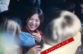Song Hye Kyo mặt tròn xoe, cười như được mùa khi đi hẹn hò với ông xã Song Joong Ki