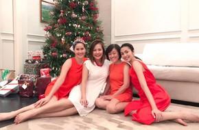 Tăng Thanh Hà xinh đẹp với váy đỏ vui Giáng sinh sớm cùng hội bạn thân
