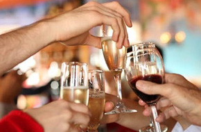 Nguy cơ ngộ độc vì thói quen ngâm rượu uống Tết