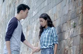 Mới chia tay Angela Phương Trinh, Rocker Nguyễn lại vô tư hôn hít Cindy V