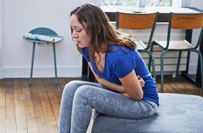 Vô tư đến mức nghĩ mình bị đau dạ dày, cô gái 23 tuổi sốc khi nhận tin từ bác sĩ