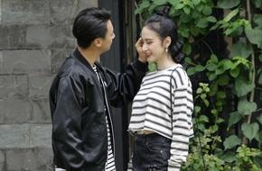 Bắt gặp khoảnh khắc Angela Phương Trinh tình tứ với Rocker Nguyễn