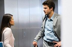 Cửa thang máy mở ra, tôi và bạn gái 4 mắt nhìn nhau không thốt nên lời