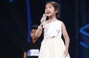 Ai cũng sẽ rớt nước mắt khi xem bé khiếm thị Minh Hiền hát