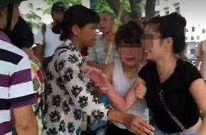 Hà Nội: Lại xuất hiện người bán tăm dạo 500 nghìn đồng/gói ở Bờ Hồ