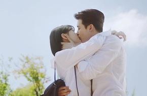 Giữa tâm bão chia tay Lee Min Ho, Suzy lại có cảnh 'giường chiếu' với Lee Jong Suk
