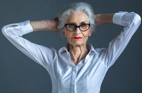 Siêu mẫu lớn tuổi nhất thế giới Daphne Self: 89 tuổi vẫn tự tin trở thành gương mặt quảng bá cho hãng mỹ phẩm