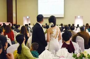 Đám cưới không thể quên: Cô dâu chú rể Việt kiều và quan khách hò hét, nín thở theo từng pha bóng trong trận chung kết của U23 Việt Nam
