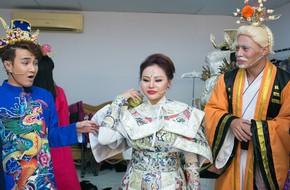Đồng nghiệp thi nhau bóc mẽ trang phục của Lê Giang là hàng