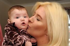 Vừa xuất viện được một ngày, bà mẹ mới sinh kinh hoàng phát hiện ruột rơi ra từ đường mổ