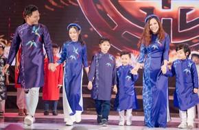 Bà xã Phan Anh và ba con lần đầu lên sân khấu trình diễn thời trang