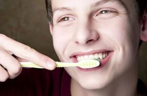 Những thói quen tai hại khiến hàm răng của bạn ngày càng trở nên xấu xí