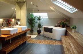 Nhà mà có tầng gác mái thì nhất định phải thiết kế căn phòng tắm như thế này