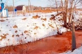 'Sông máu' bất ngờ xuất hiện ở Nga, người dân vô cùng hoang mang trong khi các chuyên gia đau đầu đi tìm lời giải