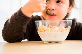 Không để trẻ sút cân hoặc béo phì sau Tết, mẹ cần cho bé tránh xa những loại đồ ăn này