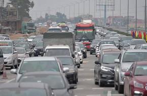 Cao tốc Pháp Vân ùn ứ nghiêm trọng chiều mùng 4 Tết do người dân bắt đầu trở lại Thủ đô