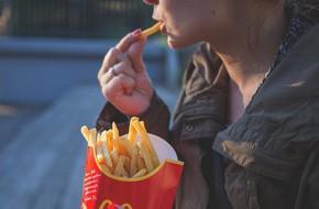 Học ngay chiến thuật giúp bạn xóa tan cơn thèm đồ ăn vặt khó chịu