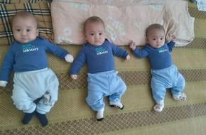3 bé trai sinh cùng trứng - 200 triệu ca mới có 1 trên thế giới - bây giờ ra sao?