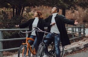 Cặp đôi yêu xa gần 2.000 cây số, kẻ vào Nam, người ra Bắc, chụp ảnh cưới kỳ công lặn lội sang tận Singapore