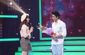 Mang 11 bông hồng đến tỏ tình, cô gái trẻ tiếc nuối ra về vì bị từ chối
