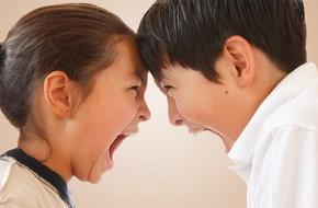 Nhà có anh chị em, đây là cách ứng xử của bố mẹ để các con bớt đánh, cãi nhau