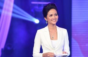 Hoa hậu H'Hen Niê bất ngờ trổ tài MC mộc mạc, dễ thương