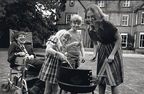 Thiên tài vật lý Stephen Hawking - người cha truyền cảm hứng và chưa bao giờ áp đặt con