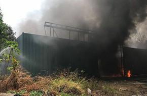 Cháy nổ ở xưởng phế phế liệu trong khu dân cư, học sinh tiểu học phải sơ tán