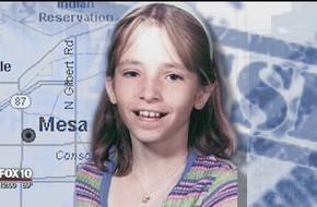Bé gái 11 tuổi mất tích bí ẩn ngay trước cửa nhà, 19 năm sau người ta tìm thấy tờ 1 USD với lời nhắn kỳ lạ