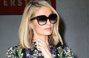 Mải mê khiêu vũ, Paris Hilton làm rơi nhẫn đính hôn 2 triệu USD