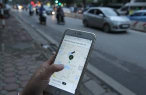 Khách hàng tiếc nuối nhưng không bất ngờ khi Uber sáp nhập với Grab
