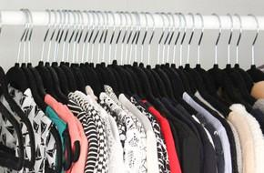 Chỉ cần đổi loại móc quần áo, tủ nhà bạn sẽ chứa được lượng đồ gấp đôi