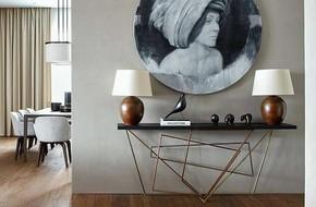 Chỉ cần một chiếc bàn nhỏ đủ khiến cho lối hành lang gia đình bạn ghi điểm