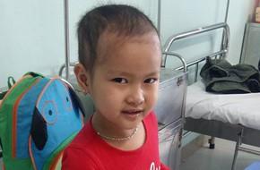 Gần 50 triệu đồng đến với gia đình bé gái 6 tuổi mắc bệnh ung thư máu phải ở trọ suốt thời gian điều trị vì không có tiền