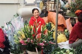 Tâm sự của nữ sinh Nam Định xinh đẹp từng theo bố đẩy xe rác khắp Hà Nội, bươn chải kiếm tiền ăn học