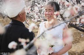 Xúc động với bộ ảnh cưới của cặp đôi U90: Hạnh phúc là khoảnh khắc tay trong tay cùng nhau tới đầu bạc răng long
