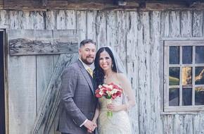 Kết hôn 1 năm, cô gái vô cùng ngạc nhiên khi phát hiện bí mật trong ảnh cưới của hai vợ chồng