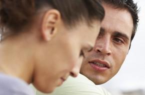 Sau 3 năm kết hôn, dường như em và chồng gặp phải rào cản vô hình khiến chúng em đang làm tổn thương nhau