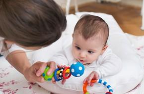 Để con lớn lên không bị bẹp đầu, đây là những việc bố mẹ nên làm ngay sau khi con lọt lòng