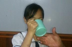 Hải Phòng: Học sinh lớp 3 bị cô giáo phạt uống nước giặt giẻ lau bảng vì nói chuyện riêng trong lớp