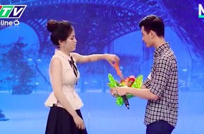 Cô gái bá đạo mang dao lên tivi tỏ tình với crush và cái kết không ai ngờ